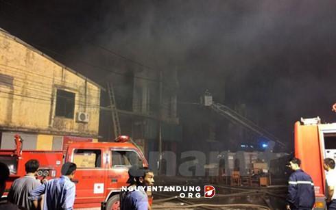 Cháy lớn tại xưởng sản xuất giấy ở thị xã Từ Sơn, Bắc Ninh
