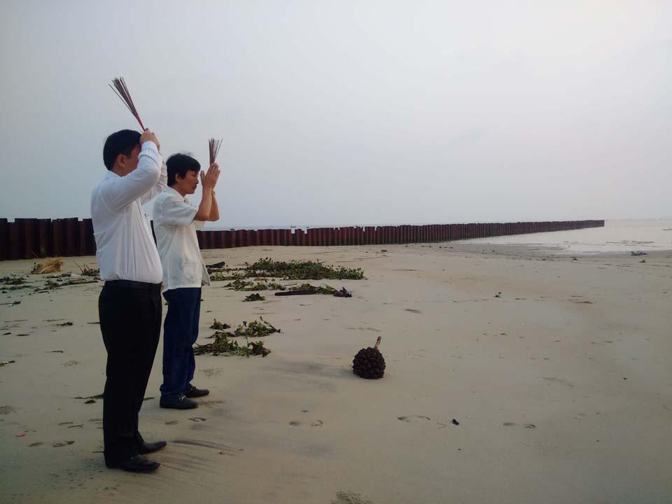 Nguyễn Sự lạy cát