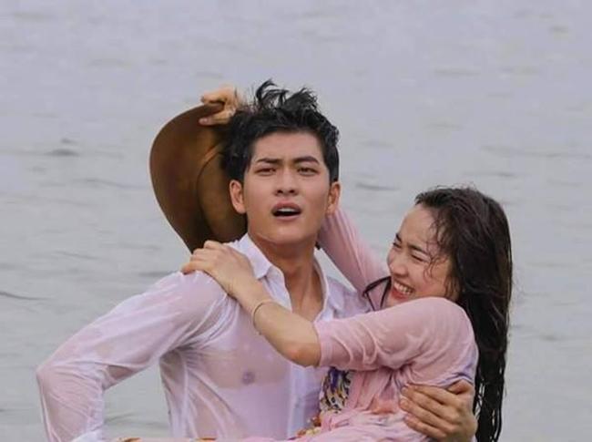Nhã Phương và trai Hàn diễn thế này, Trường Giang có nóng mặt?