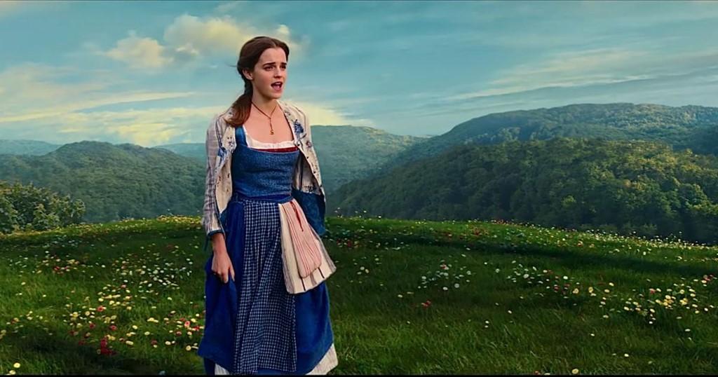 Thời trang nữ tính của Emma Watson trong Beauty and the Beast