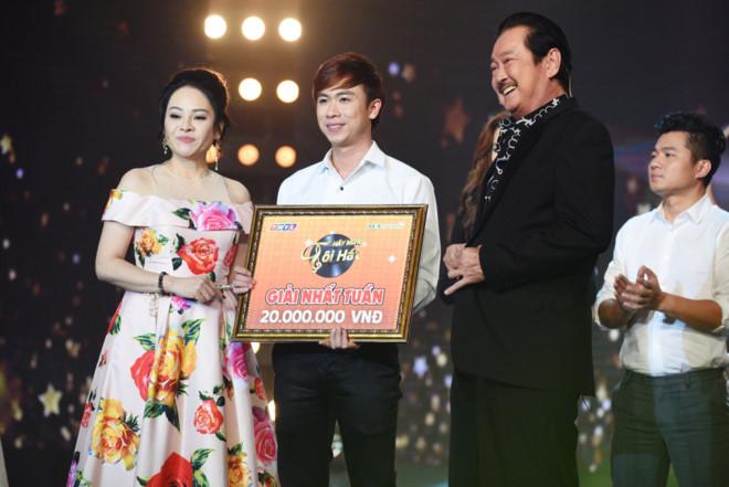 Hồ Việt Trung ẵm giải 20 triệu đồng khi hát Con đường xưa em đi