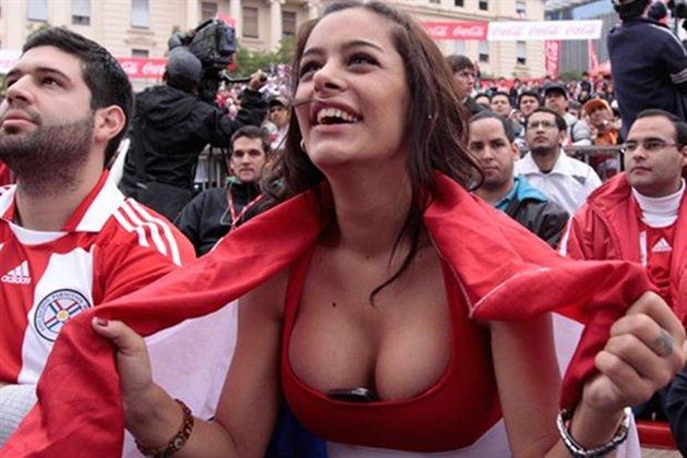 Larissa Riquelme: Nữ CĐV nóng bỏng nhất lịch sử Paraguay