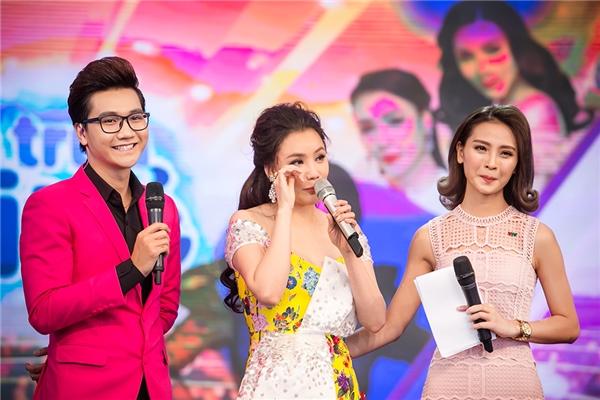 Hồ Quỳnh Hương nghẹn ngào rơi nước mắt tái ngộ khán giả Hà Nội - Hình 13