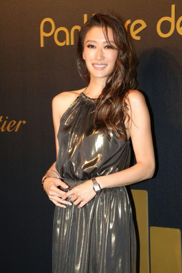 Siêu mẫu gốc Việt mặc đơn giản, lấn át nhiều nghệ sĩ Hong Kong
