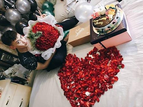Yêu 150 ngày, chàng trai choáng khi mở cửa phòng thấy bạn gái tặng món quà này - Hình 4