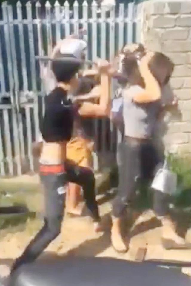 Nhóm thanh niên đánh một cô gái trẻ: Chưa triệu tập được đối tượng cầm gậy