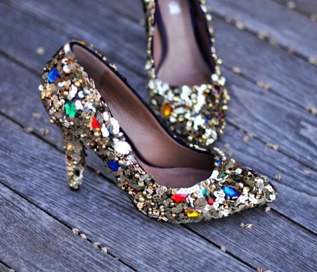 12 đôi giày xinh đẹp ngỡ ngàng được biến tấu từ những đôi giày cũ