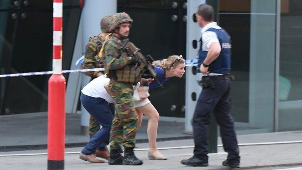 Bỉ bắn chết kẻ đánh bom khủng bố tại ga tàu ở thủ đô Brussels - Hình 2