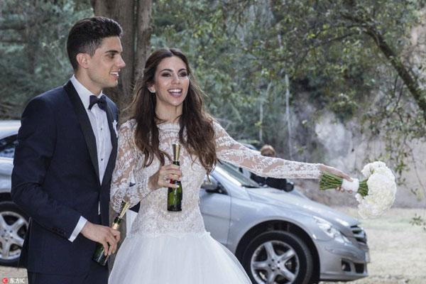 Các cựu sao Barca hội ngộ trong hôn lễ Marc Bartra - Hình 6