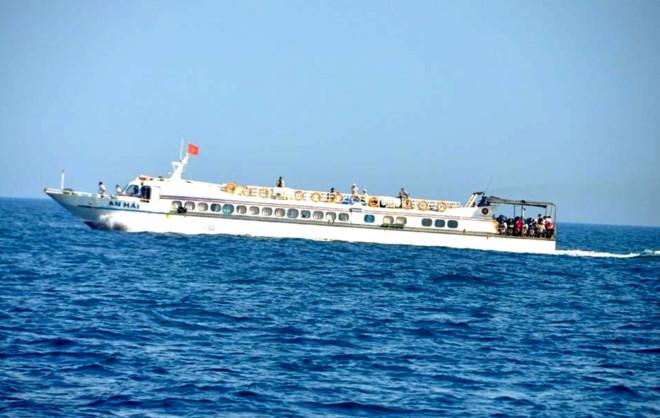 Cảnh sát hộ tống đề thi THPT quốc gia vượt biển ra Lý Sơn - Hình 1