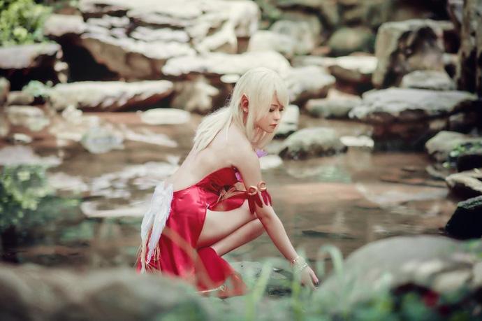 Cùng ngắm cosplay nàng Elf cực gợi cảm trong TERA Online