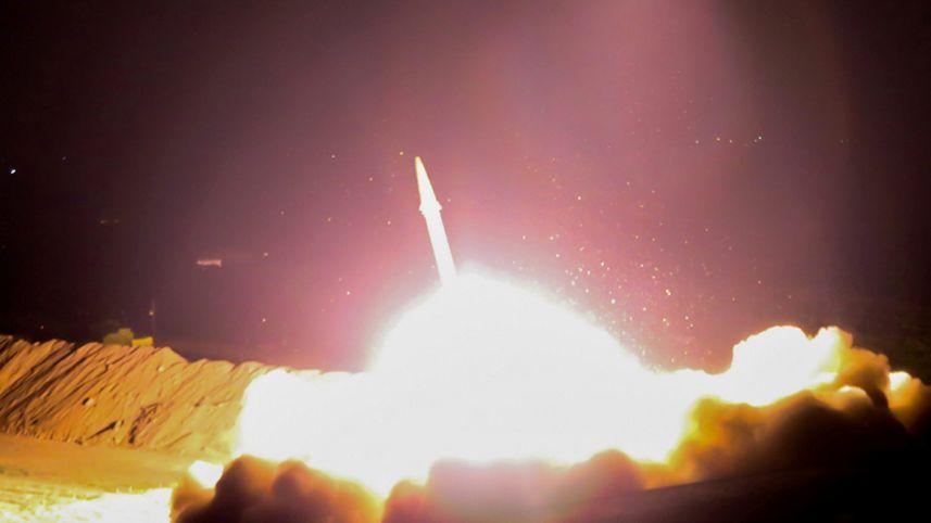 Iran phóng tên lửa đạn đạo diệt IS ở Syria là trò hề? - Hình 1