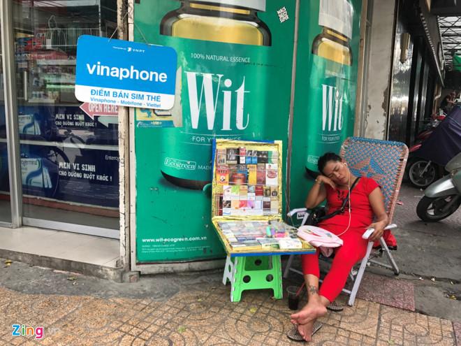Phố tây Sài Gòn vẫn bán SIM rác, không cần chụp ảnh người mua - Hình 1