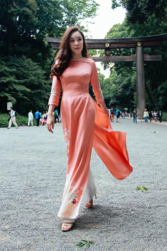 Mãn nhãn ngắm Hồ Quỳnh Hương thướt tha mặc áo dài tại Nhật Bản - Hình 4