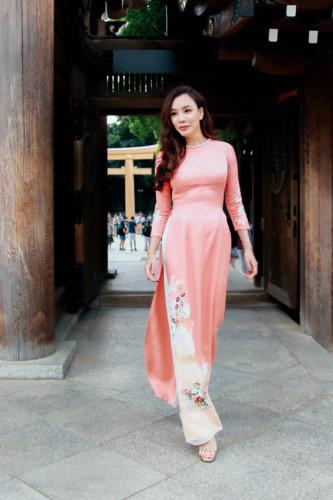 Mãn nhãn ngắm Hồ Quỳnh Hương thướt tha mặc áo dài tại Nhật Bản - Hình 8