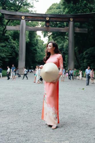 Mãn nhãn ngắm Hồ Quỳnh Hương thướt tha mặc áo dài tại Nhật Bản - Hình 5