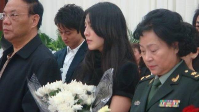 Tình huống trái ngược của Triệu Vy - Phạm Băng Băng khi cùng dự lễ tang - Hình 11