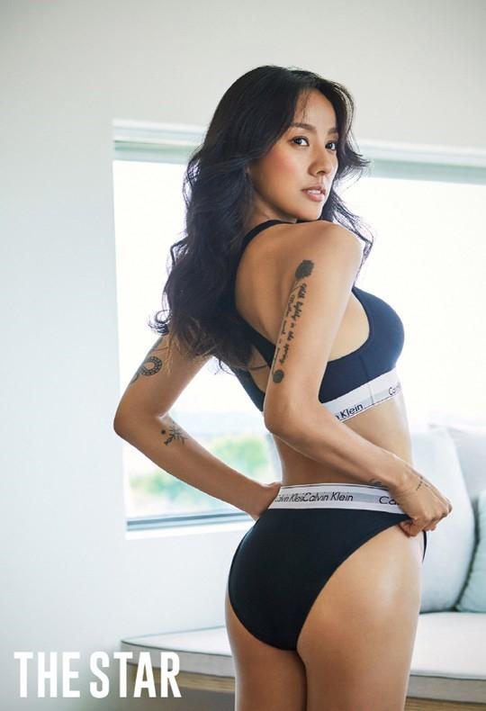 Cô tiên quốc dân Lee Hyori chiêu đãi người hâm mộ với bộ hình bikini nóng bỏng - Hình 1