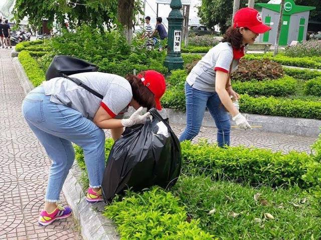 Ảnh: Gần một nghìn cựu học sinh 91-94 chung sức làm sạch Hồ Tây - Hình 5