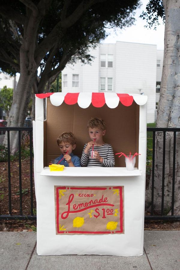 Làm cửa hàng cực đáng yêu cho bé từ thùng bìa các-tông