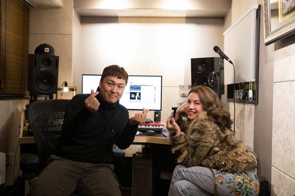 Trà Ngọc Hằng khám phá phòng thu của NSX nổi tiếng Hàn - Hình 6