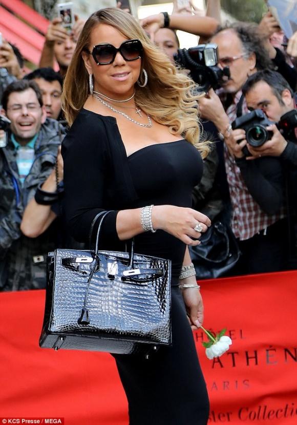 Đeo trang sức đầy người nhưng Mariah Carey lại quên không mặc nội y - Hình 2