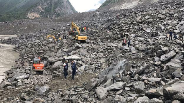 Lở đất kinh hoàng ở Trung Quốc, 141 người bị chôn vùi - Hình 2