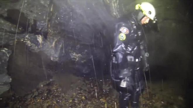 Lặn sâu dưới đáy đại dương, nhóm thợ lặn ngỡ ngàng khi phát hiện nơi này