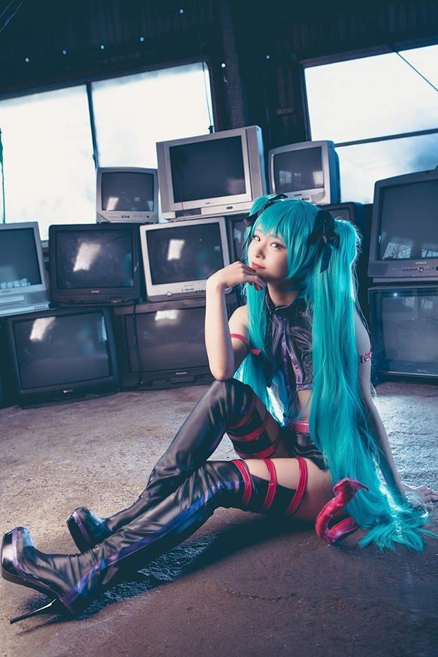Cùng ngắm cosplay Hatsune Miku cực gợi cảm đốn tim fan hâm mộ