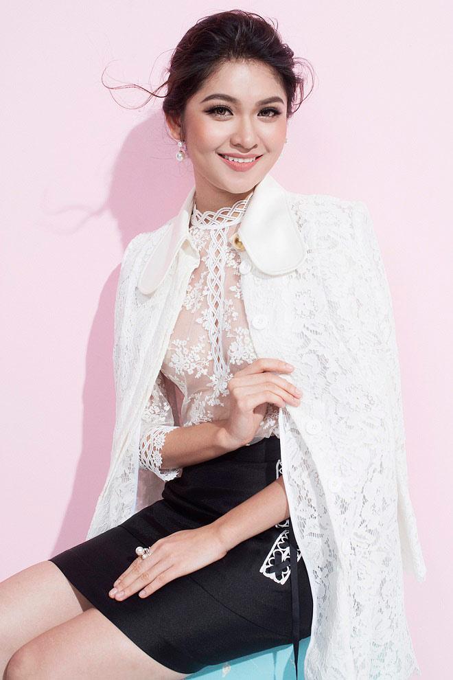 Á hậu Thùy Dung lần đầu mặc áo mỏng tang đầy mới mẻ - Hình 2