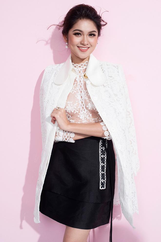 Á hậu Thùy Dung lần đầu mặc áo mỏng tang đầy mới mẻ - Hình 1