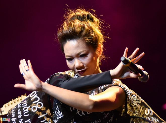 Hà Trần hát nhạc Hari Won: Thỏa hiệp hay nhạc thị trường đã tốt hơn?