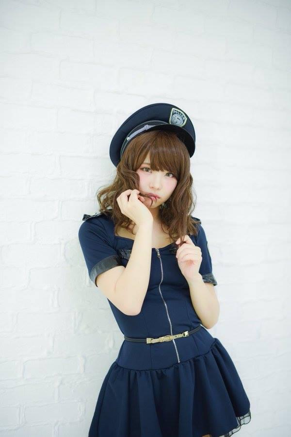 Cùng ngắm bộ ảnh cosplay nữ cảnh sát cực gợi cảm từ người đẹp Enako