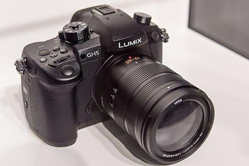 Máy ảnh Panasonic quay video 4K giá 48 triệu đồng