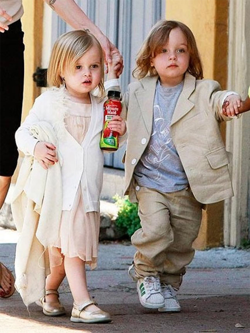 Cặp song sinh nhà Jolie Pitt càng lớn càng xinh xắn, đáng yêu