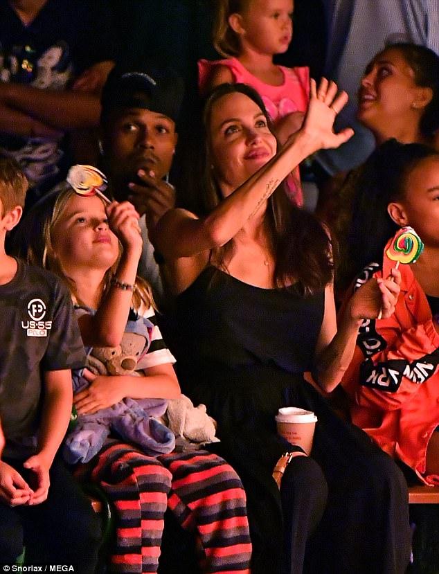 Angelina Jolie ngày càng tươi trẻ đến ngỡ ngàng