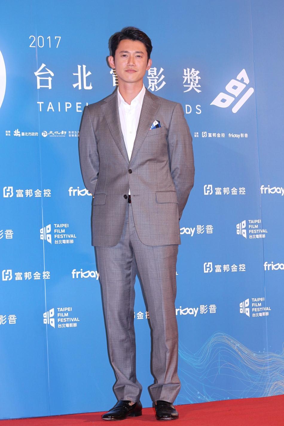 Thư Kỳ, Hứa Vỹ Ninh cùng dàn Sao tề tựu trên thảm đỏ LHP Đài Bắc