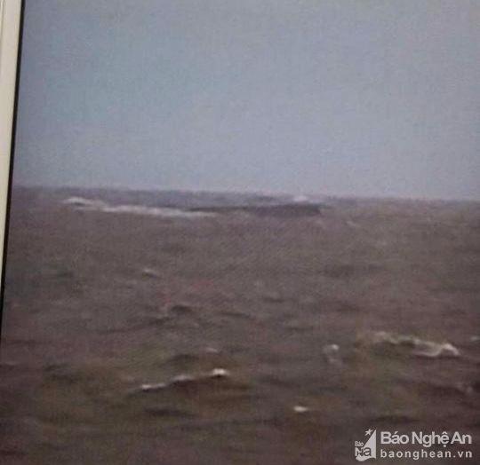 Khẩn trương cứu 9 thuyền viên gặp nạn trên biển Nghệ An