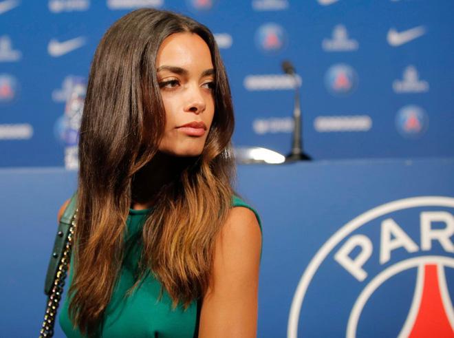 Nhan sắc siêu mẫu khiến Dani Alves từ chối Man City gia nhập PSG