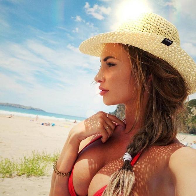 Rossana Arkle: Mỹ nữ nóng bỏng của đường đua Motor GP