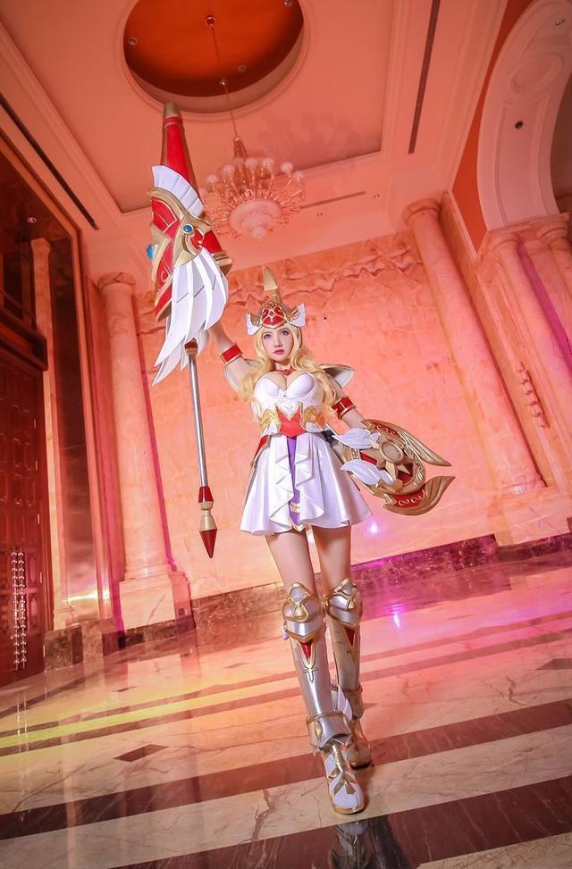 Cùng ngắm cosplay nữ thần Athena ngực đầy trong Vương Giả Vinh Diệu