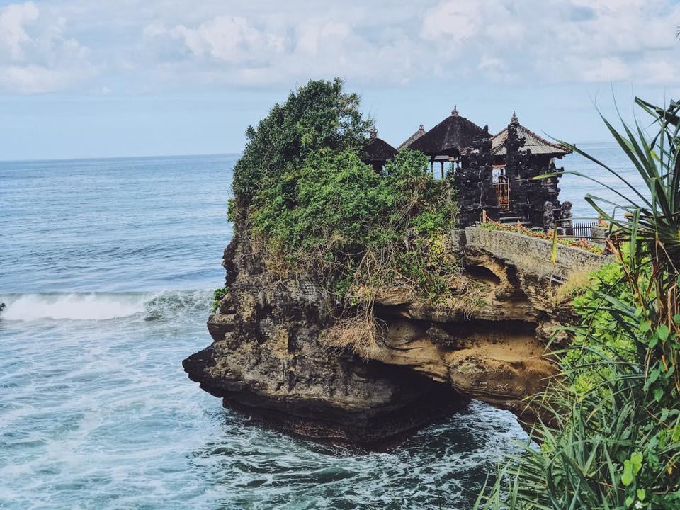 Hoa hậu Kỳ Duyên khoe dáng tại thiên đường biển đảo Bali