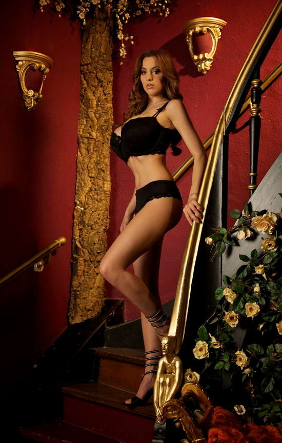 Girl xinh siêu khủng Jordan Carver bikini - Hình 5