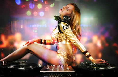 Mày râu đứng ngồi không yên vì 5 nàng DJ sexy nhất thế giới