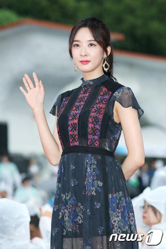 Thảm đỏ Jecheon: Mỹ nhân hạng A-B xứ Hàn cạnh tranh nhan sắc thế này đây