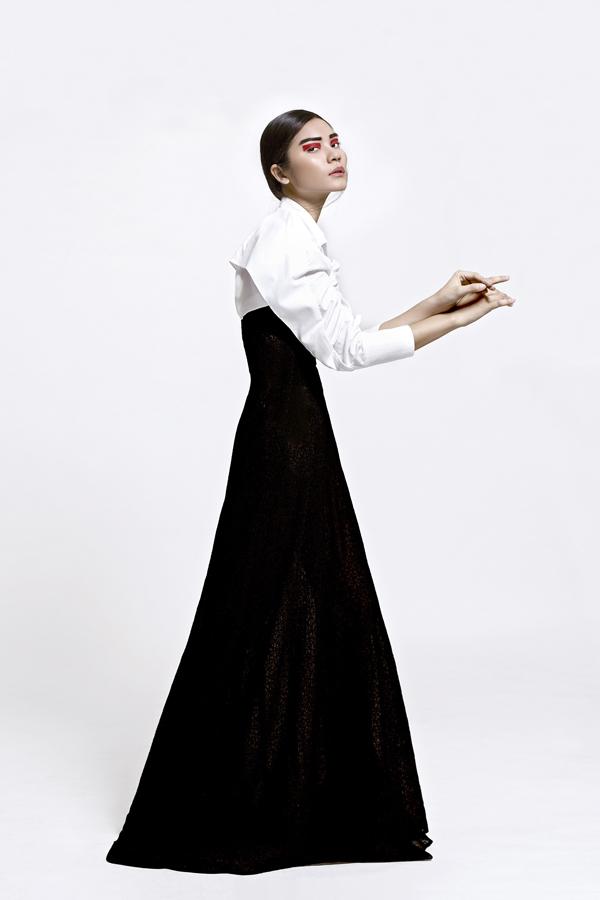 Thí sinh Next Top khoe dáng ấn tượng với trang phục trắng đen