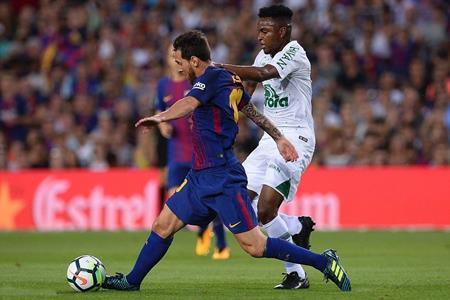 """Cận kề mùa giải mới, Messi vẫn tranh thủ """"du hí"""" với vợ yêu"""