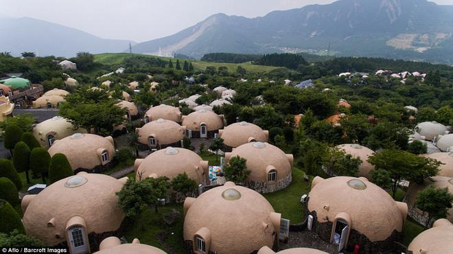 """Có một ngôi làng """"bong bóng"""" đẹp như cổ tích, đến thăm là không muốn về"""