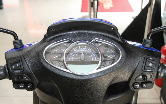 Soi 2017 Vespa S 125 i-Get và Piaggio Medley S 150 ABS mới lên kệ