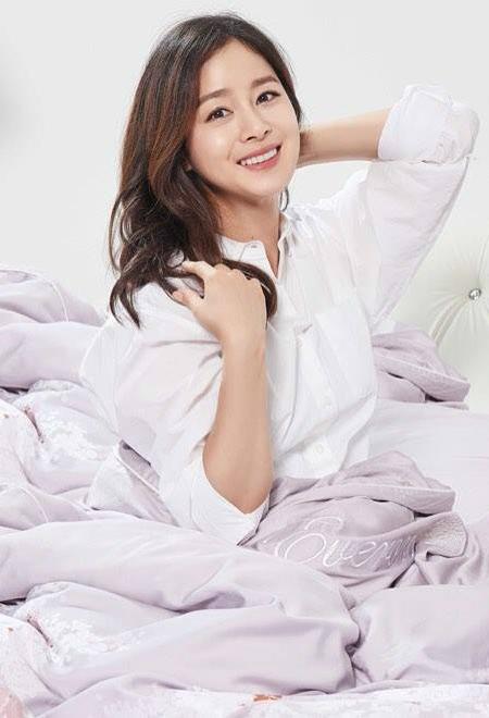 Kim Tae Hee gửi quà đến phim trường động viên ông xã Rain